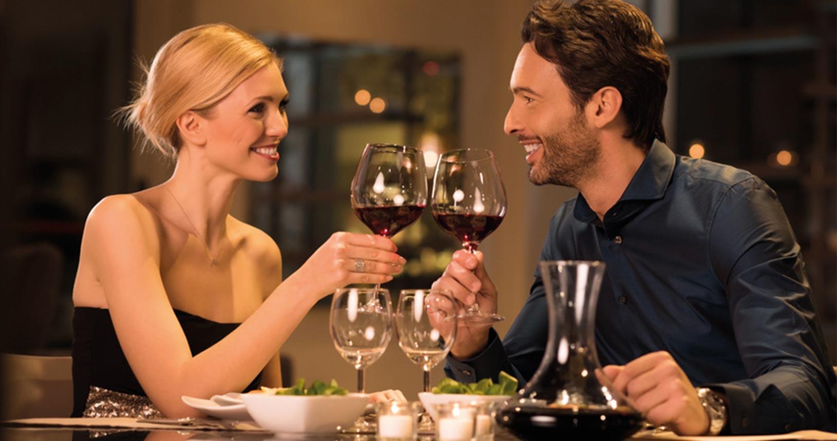 Paar beim Dinner | Urlaub für Paare | © Rido - fotolia.com